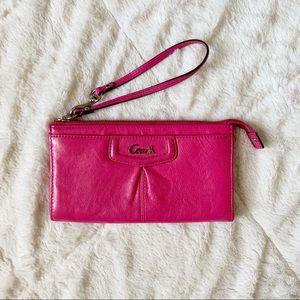 🌻 COACH - pink wristlet